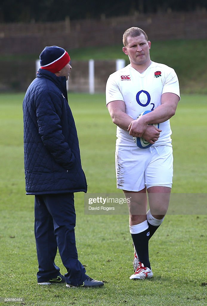 <a gi-track='captionPersonalityLinkClicked' href=/galleries/search?phrase=Dylan+Hartley&family=editorial&specificpeople=764177 ng-click='$event.stopPropagation()'>Dylan Hartley</a> (R) the England captain, talks to head coach <a gi-track='captionPersonalityLinkClicked' href=/galleries/search?phrase=Eddie+Jones+-+Allenatore+di+rugby&family=editorial&specificpeople=13966519 ng-click='$event.stopPropagation()'>Eddie Jones</a> during the England training session held at Pennyhill Park on February 12, 2016 in Bagshot, England.
