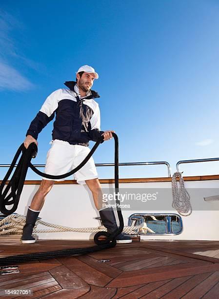 Dynamische Seeleute an Bord der Jacht. Yachtrennen sport.