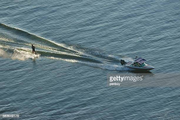 Dynamic waterskiing