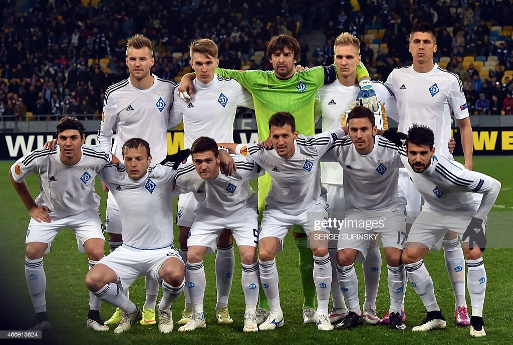 Dynamo Kiev's players pose for a group picture ahead of the UEFA Europa League round of 16 football match between Dynamo Kiev and Everton in Kiev on March 19, 2015.