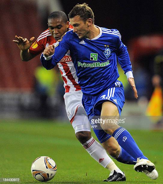 Dynamo Kiev's Ukrainian forward Andriy Shevchenko vies with Stoke City's Honduran midfielder Wilson Palacios during the UEFA Europa league League...