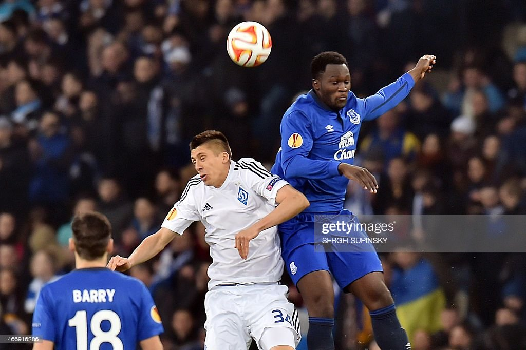 Dynamo Kiev's Yevhen Khacheridi (C) jumps to head the ball with Everton's Christian Atsu (R) during the UEFA Europa League round of 16 football match between Dynamo Kiev and Everton in Kiev on March 19, 2015.
