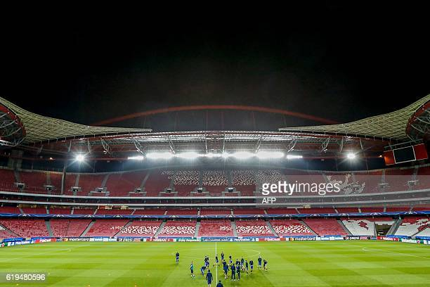 Dynamo Kyiv´s Squad warm up during the training session at SL Benfica´s Stadium in Lisbon on October 31 on the eve of the UEFA Champions League group...