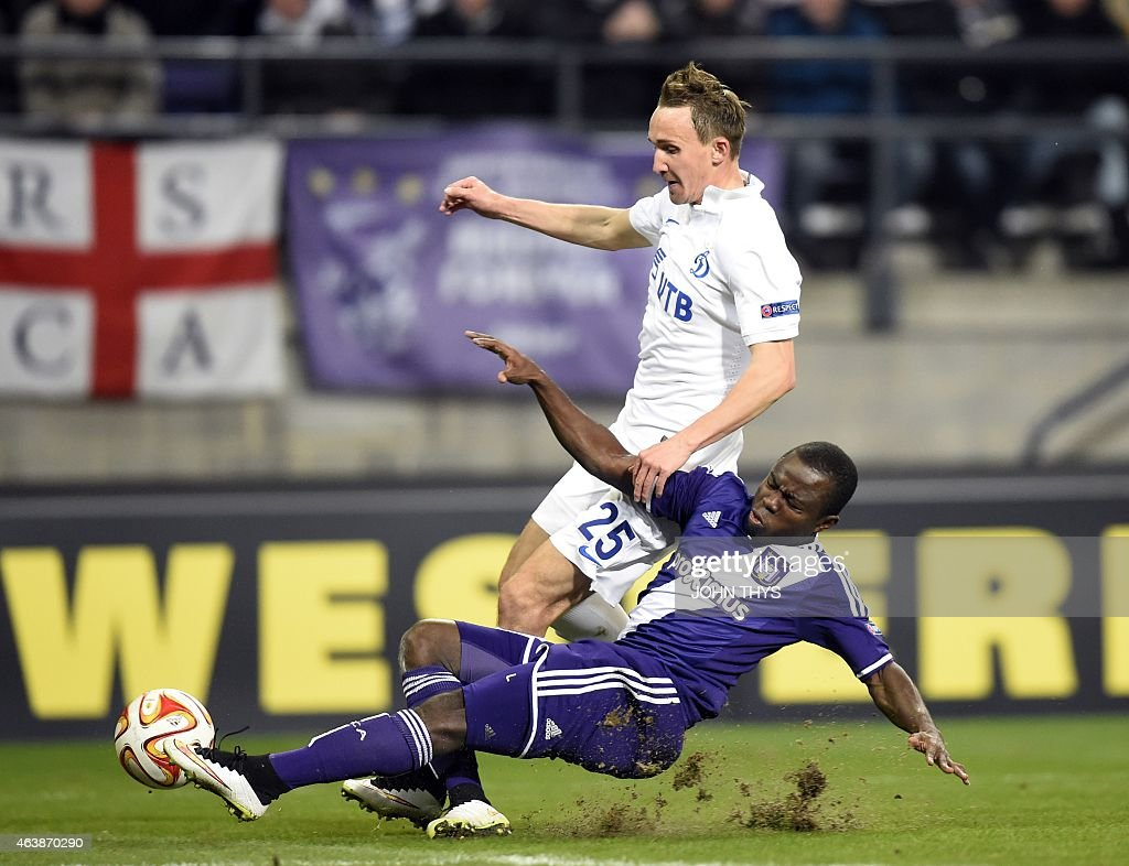 Dynamo Moscow's Aleksei Kozlov fights for the ball with Anderlecht's Frank Acheampong on February 19 2015 during a UEFA Europa League football match...
