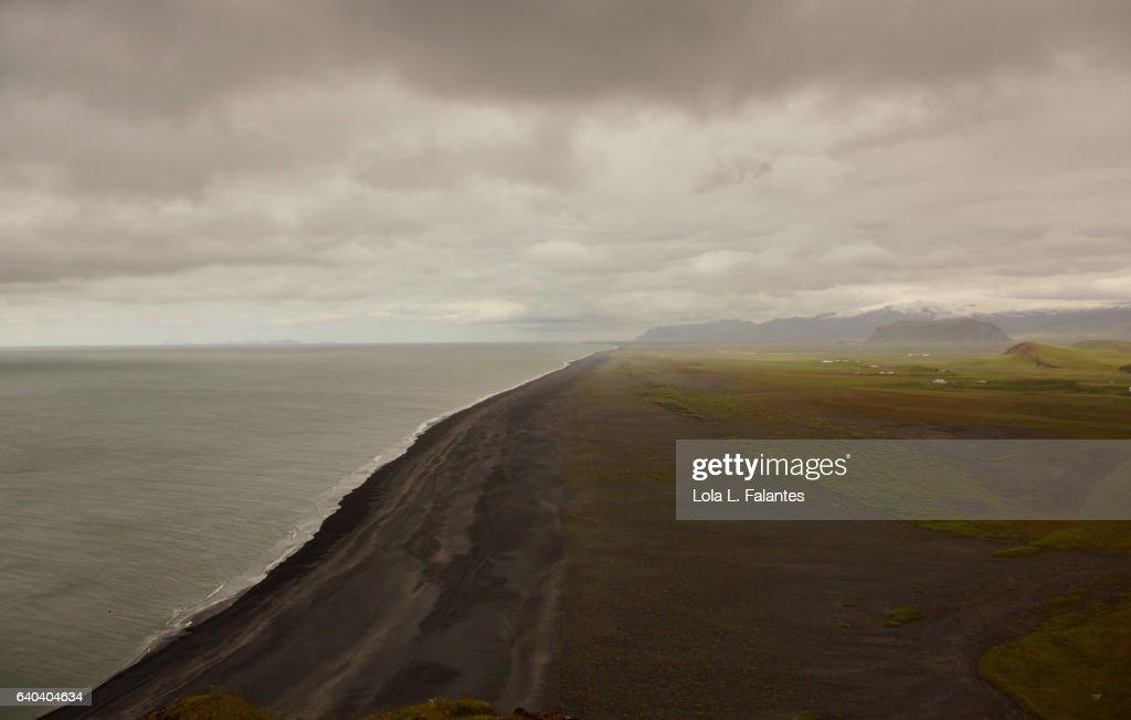 Dyrhólaey black sand beach : Foto de stock