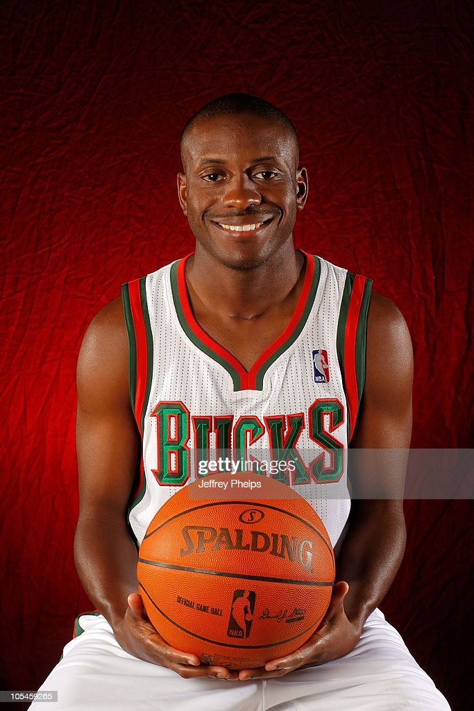 Earl Boykins #11 of the Milwaukee Bucks poses for a portrait during 2010 NBA Media Day on September 27, 2010 at the Milwaukee Bucks Training Center in St. Francis, Wisconsin.