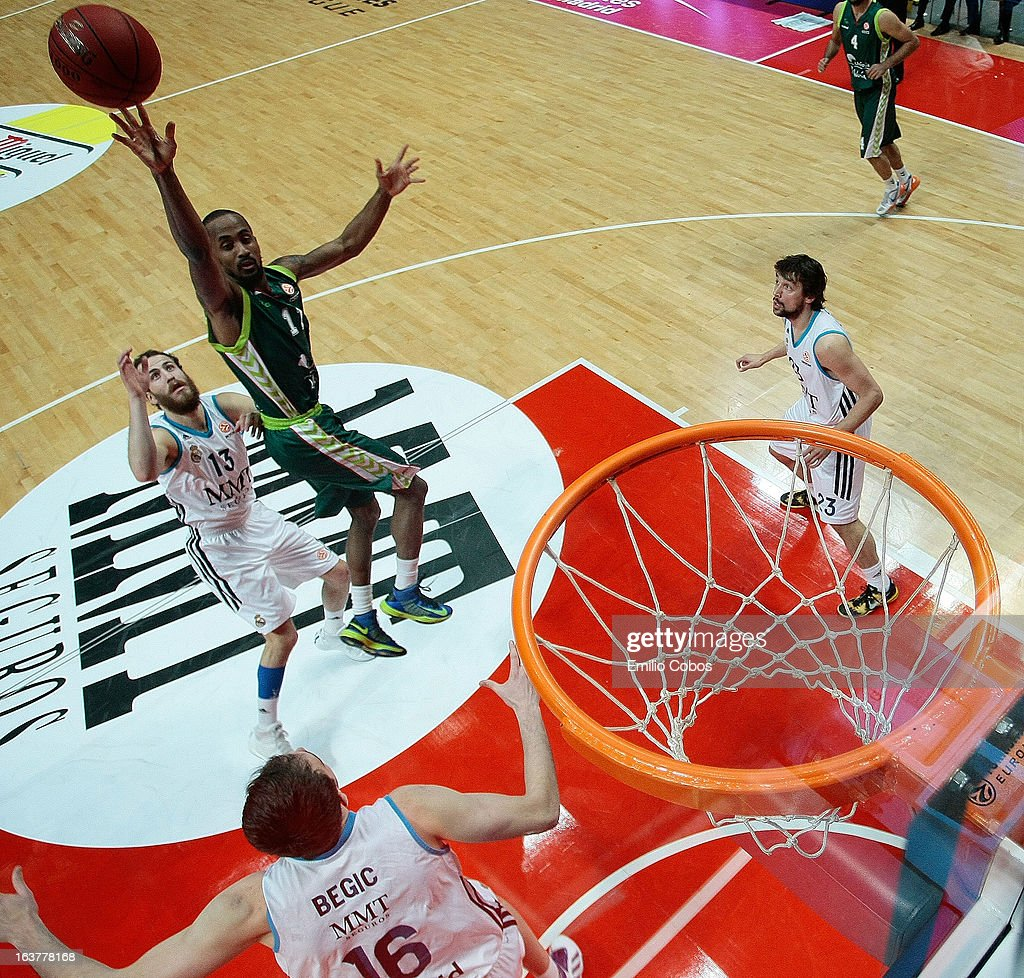 Earl Calloway, #11 of Unicaja Malaga in action during the 2012-2013 Turkish Airlines Euroleague Top 16 Date 11 between Real Madrid v Unicaja Malaga at Palacio Deportes Comunidad de Madrid on March 15, 2013 in Madrid, Spain.