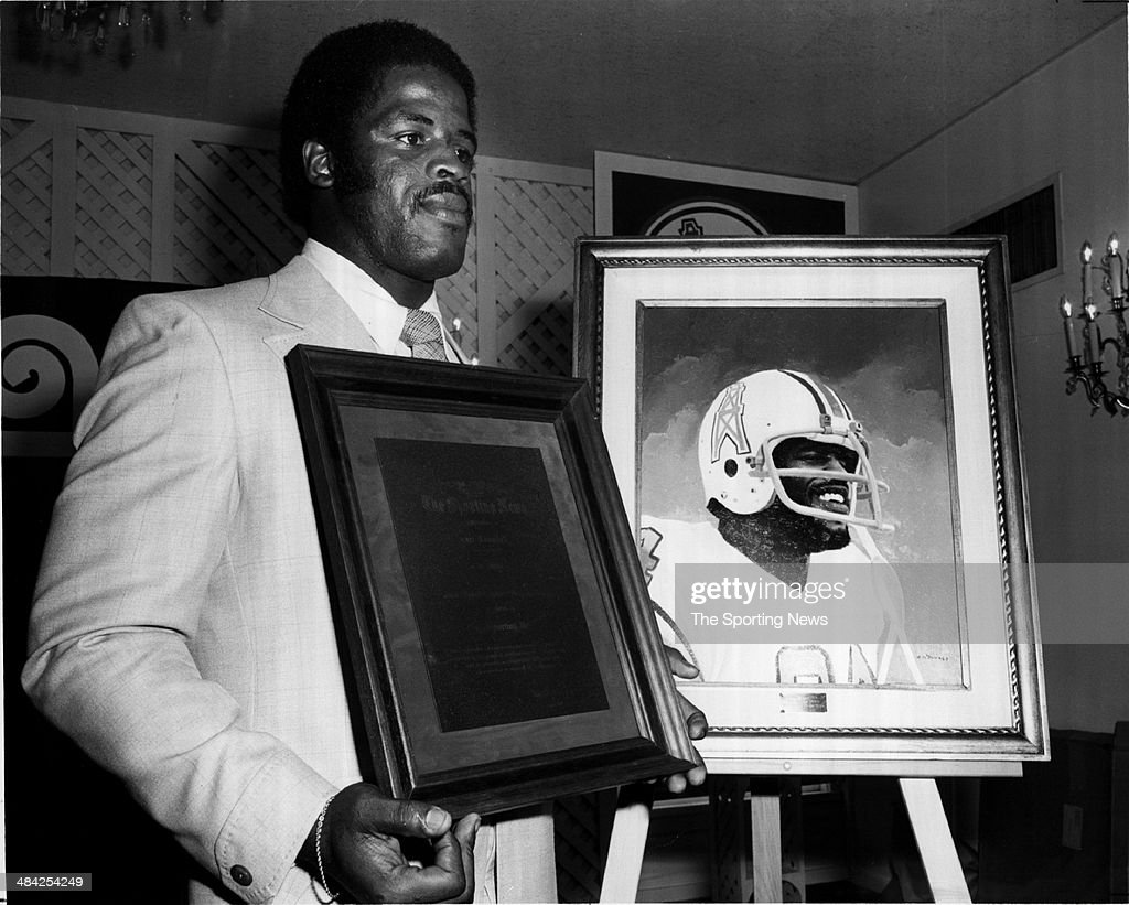 <a gi-track='captionPersonalityLinkClicked' href=/galleries/search?phrase=Earl+Campbell&family=editorial&specificpeople=570909 ng-click='$event.stopPropagation()'>Earl Campbell</a> of the Houston Oilers accepts an award circa 1980s.
