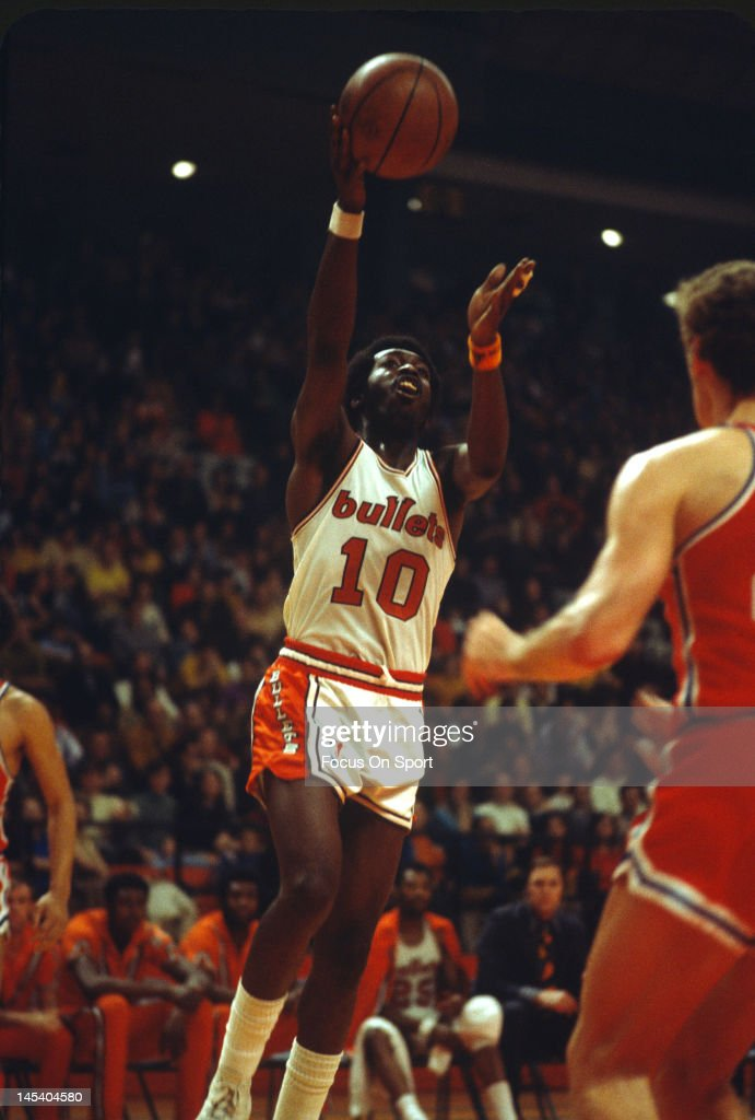 Earl Monroe of the Baltimore Bullets lays the ball up against the Philadelphia 76ers during an NBA basketball game circa 1970 at the Baltimore...