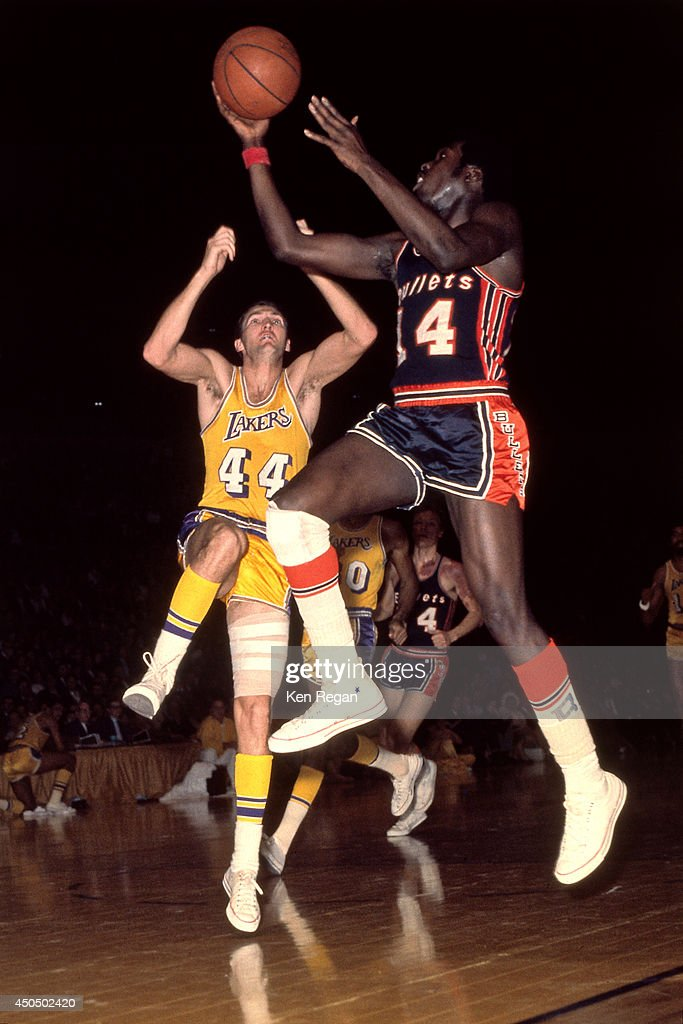 Earl Monroe of the Baltimore Bullets shoots against the Los Angeles Lakers circa 1967 at the Baltimore Civic Center in Baltimore Maryland NOTE TO...