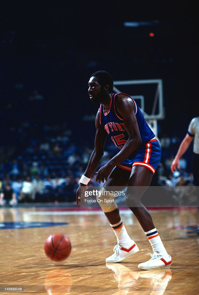 Earl Monroe of the New York Knicks in action against the Washington Bullets during an NBA basketball game circa 1978 at the Capital Centre in...
