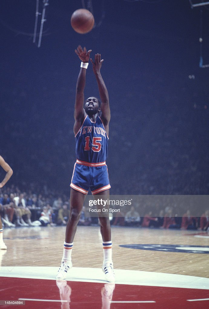 Earl Monroe of the New York Knicks shoots a freethrow against the Washington Bullets during an NBA basketball game circa 1975 at the Capital Centre...