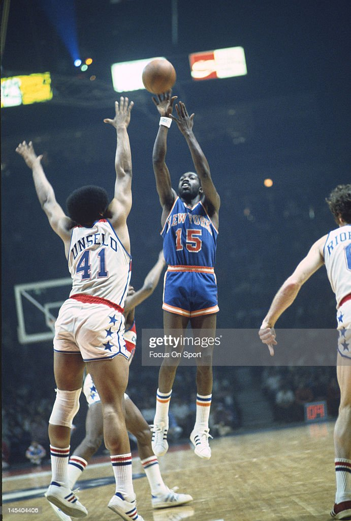 Earl Monroe of the New York Knicks shoots over Wes Unseld of the Washington Bullets during an NBA basketball game circa 1975 at the Capital Centre in...
