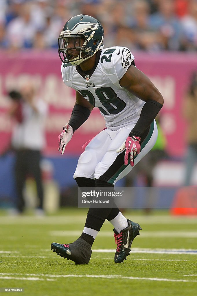 <a gi-track='captionPersonalityLinkClicked' href=/galleries/search?phrase=Earl+Wolff&family=editorial&specificpeople=6379729 ng-click='$event.stopPropagation()'>Earl Wolff</a> #28 of the Philadelphia Eagles drops back against the New York Giants at MetLife Stadium on October 6, 2013 in East Rutherford, New Jersey. The Eagles won 36-21.