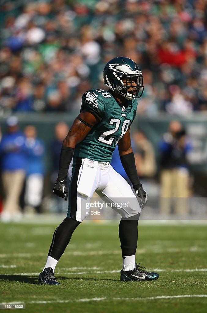 <a gi-track='captionPersonalityLinkClicked' href=/galleries/search?phrase=Earl+Wolff&family=editorial&specificpeople=6379729 ng-click='$event.stopPropagation()'>Earl Wolff</a> #28 of the Philadelphia Eagles in action against the New York Giants during their game at Lincoln Financial Field on October 27, 2013 in Philadelphia, Pennsylvania.