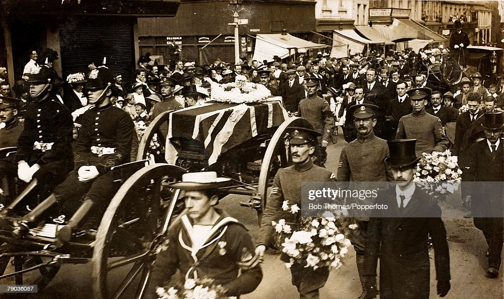 Early Aviation The funeral of ColSam Cody who was buried at Aldershot 1913