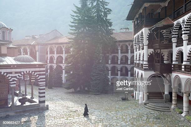 Manhã cedo no Mosteiro de Rila na Bulgária