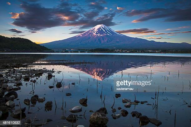 Temprano en la mañana en el monte Fuji
