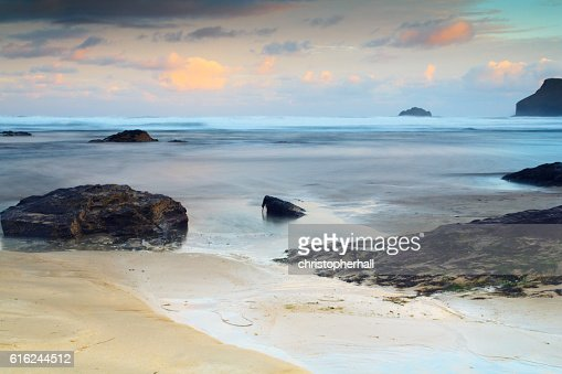 Early morning view of the beach at Polzeath : Foto de stock