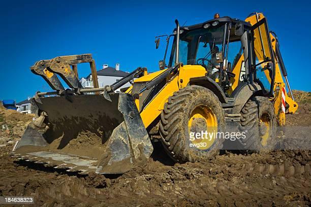 Pelleteuse de travail dans une nouvelle construction de routes