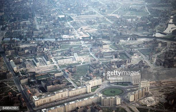 aerial view of the Stalinallee and Straussberger Platz around 1958
