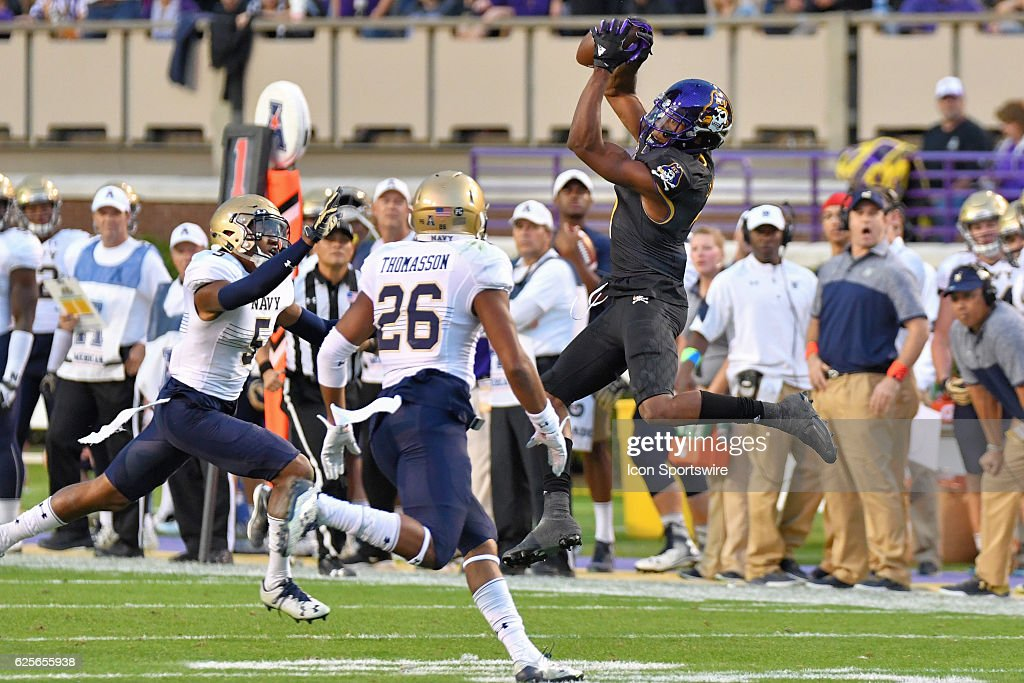East Carolina Pirates wide receiver Zay Jones (7) catches the 388th pass of his career making him the NCAA leader in receptions during an NCAA football game between the East Carolina Pirates and the Navy Midshipmen on November 19, 2016 at Dowdy-Ficklen Stadium in Greenville, NC.