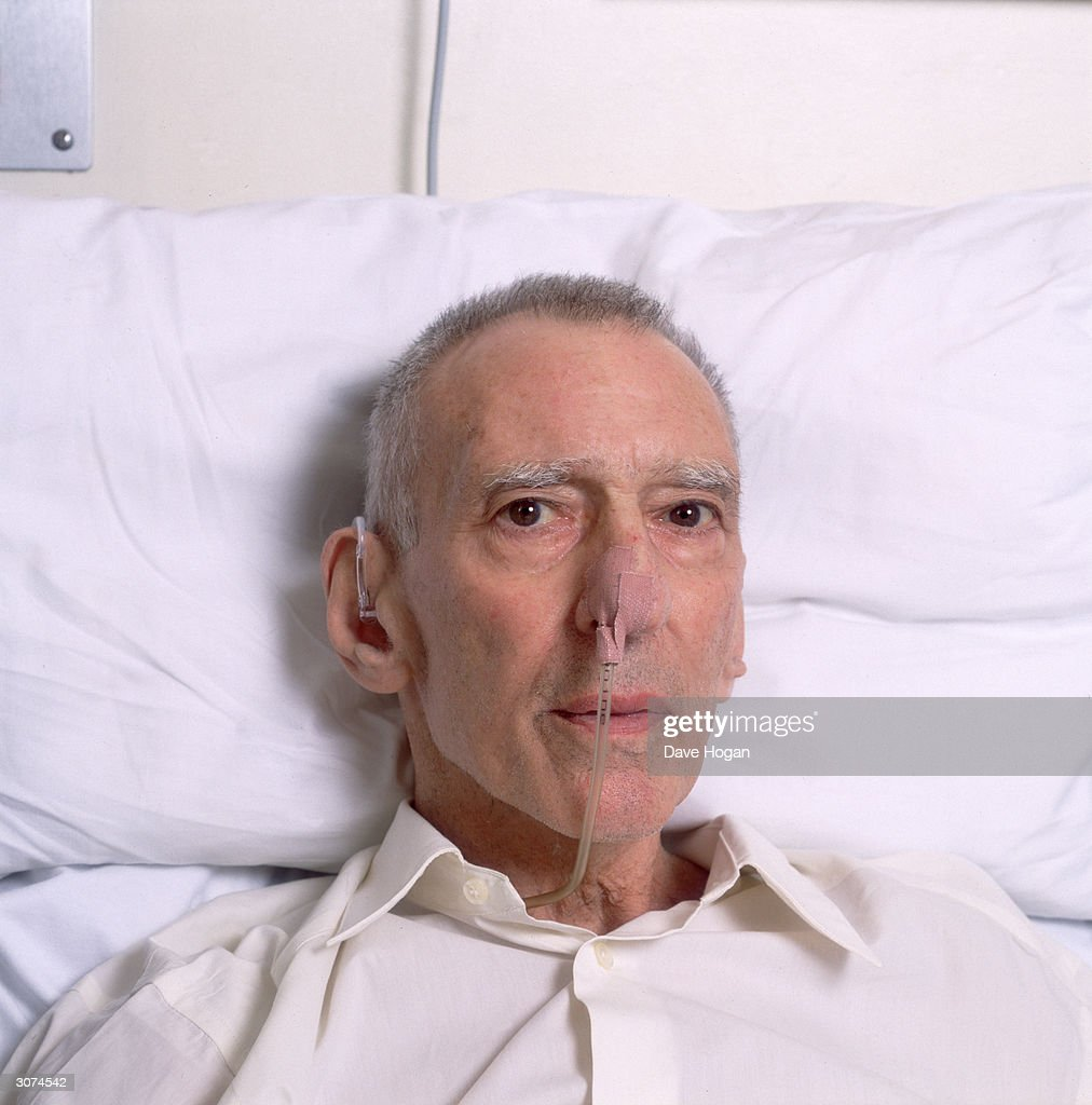 East End gangster Reggie Kray (1933 - 2000) in hospital, circa 2000.