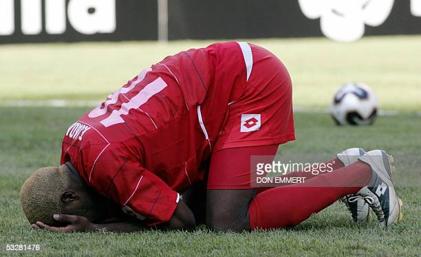 Panama's Luis Tejada reacts after missing his penalty shot in the shootout against the US during the CONCACAF Gold Cup final 24 July 2005 at Giants...