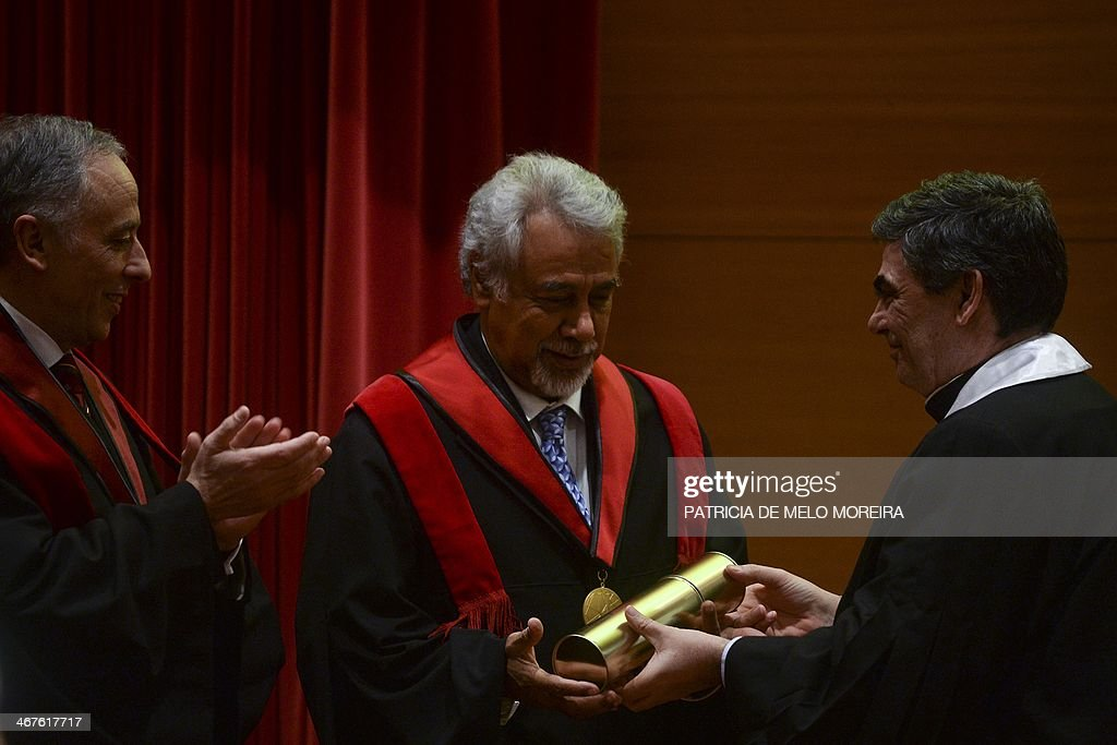 East Timor Prime Minister Kay Rala Xanana Gusmao (C) receives the Honoris Causa degree by the hand of the Rector Antonio Cruz Serra (R) during a ceremony at the University of Lisbon's School of Political Sciences in Lisbon on February 7, 2014.