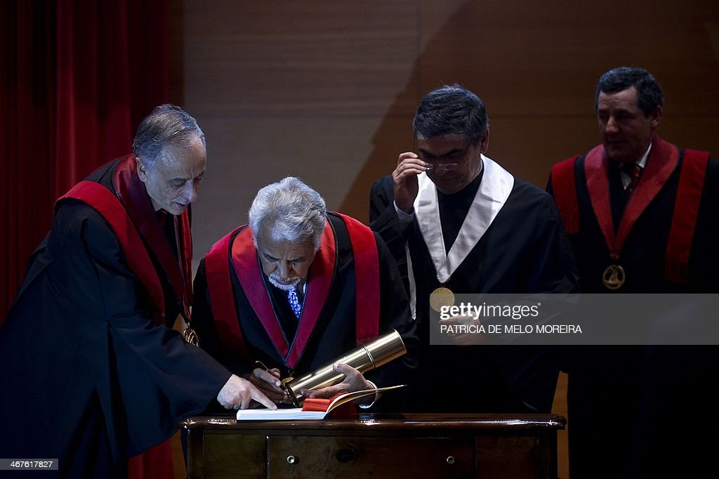 East Timor Prime Minister Kay Rala Xanana Gusmao (2ndL) signs as he receives the Honoris Causa degree during a ceremony at the University of Lisbon's School of Political Sciences in Lisbon on February 7, 2014. AFP PHOTO/ PATRICIA DE MELO MOREIRA