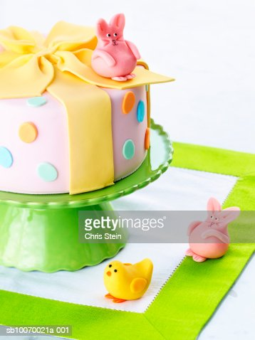 Easter cake and bunny, close-up : ストックフォト