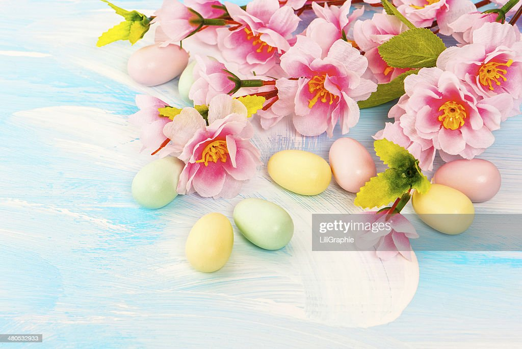 Easter decoration with flowers and eggs. Springtime : Stock Photo
