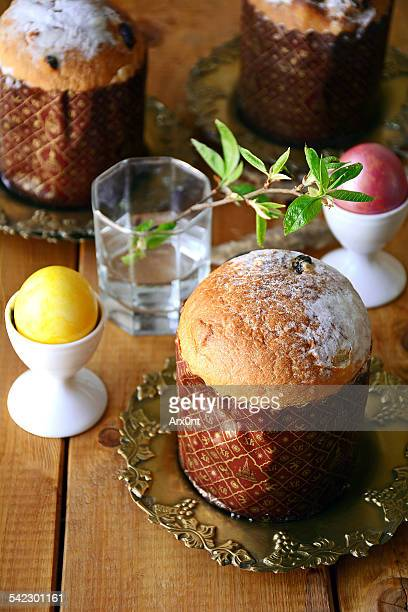 Easter table: panettone, dyed eggs