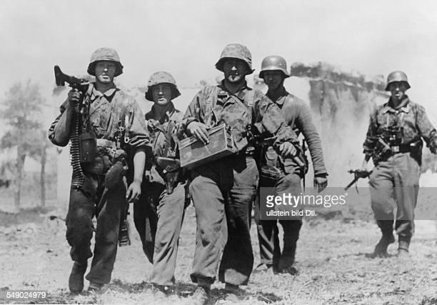 2WW eastern front German offensive in the region Bjelgorod orel A combat unit of grenadiers of the WaffenSS Mid July 1943