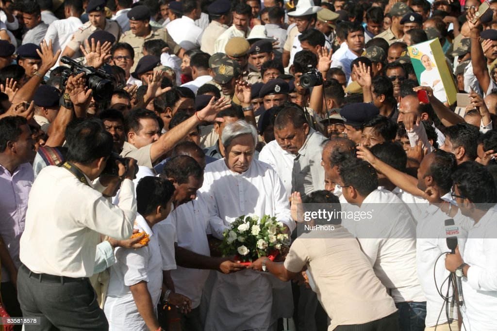 Eastern Indian state Odisha's Chief Minister Naveen Patnaik gives tribute to the statue of his father Biju Patnaik after arrives Bhubaneswar as he is awarded as the No.1 administrator in India on 20 August 2017.