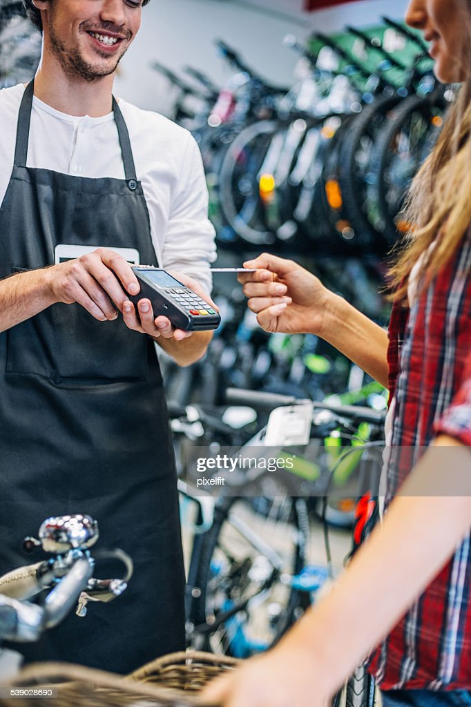 Easy shopping with contactless payment