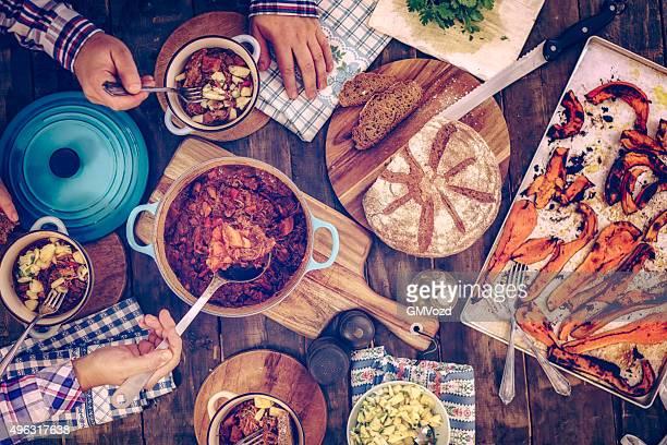 Essen Chili-Gulasch Eintopf mit Kürbisse und Pilzen