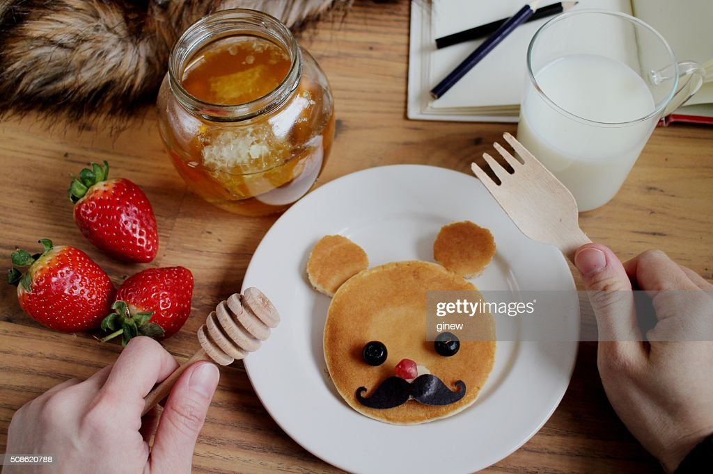 Eating cute teddy bear pancake breakfast : Stock Photo