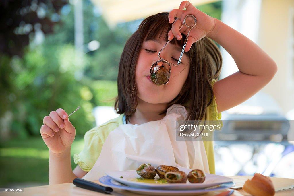 Eating escargots