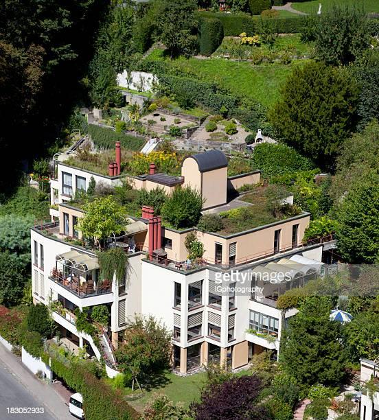 Umweltbewusster Green Building mit Dachgarten