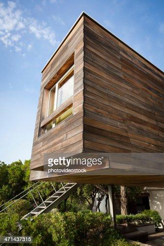 Cologique design moderne et efficace en bois maison photo getty images - Desherbant ecologique et efficace ...