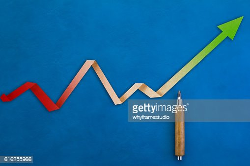 Flecha de crecimiento económico con tendencia : Foto de stock