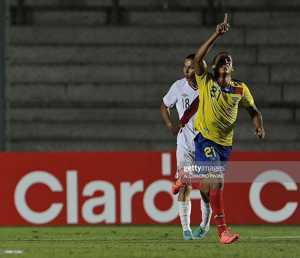 Ecuadorean forward Ely Esterilla (R) celebrates after scoring the team's first goal against Peru during their South American U-20 Championship Group B football match, at Bicentenario stadium in San Juan, Argentina, on January 16, 2013. Four South American teams will qualify for the FIFA U-20 World Cup Turkey 2013. Ecuador won by 2-1.