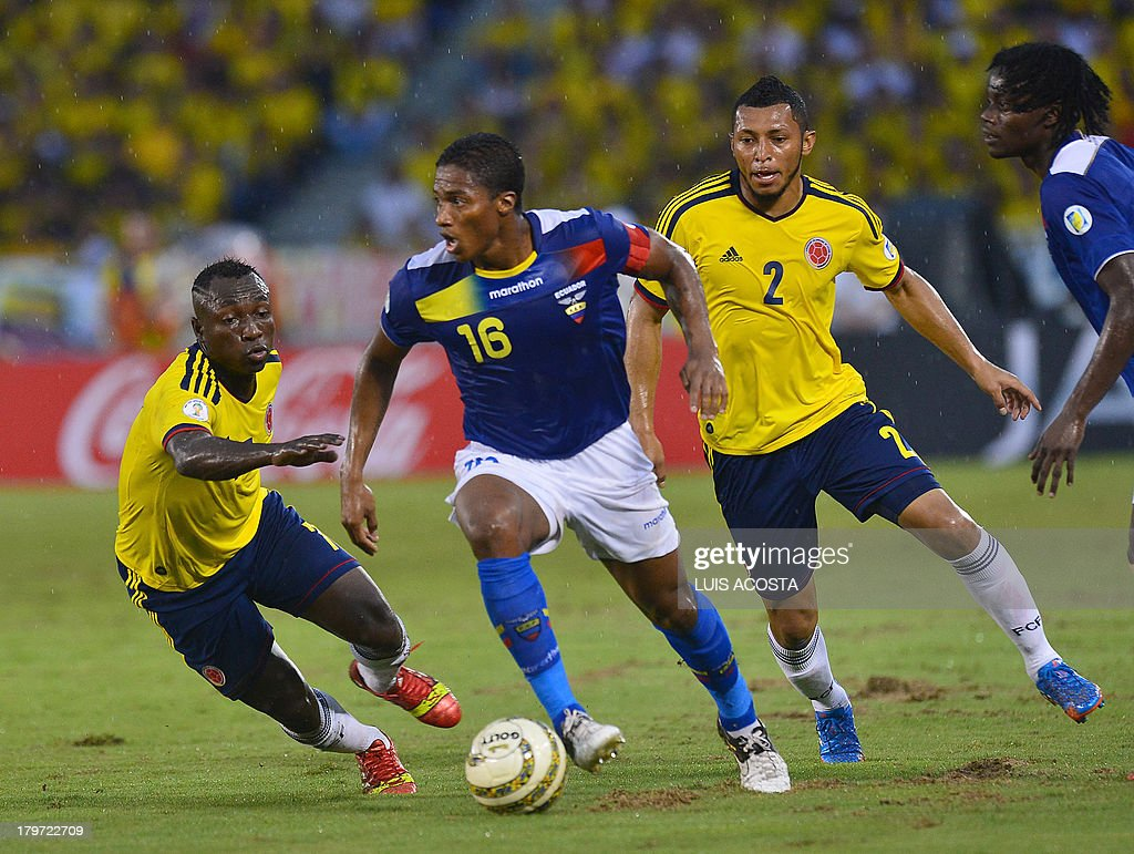 Ecuadorean midfielder Antonio Valencia (C) is marked by Colombian defenders Cristian Zapata (R) and Pablo Armero (L) during their Brazil 2014 FIFA World Cup South American qualifier match, in Barranquilla, Colombia, on September 6, 2013.