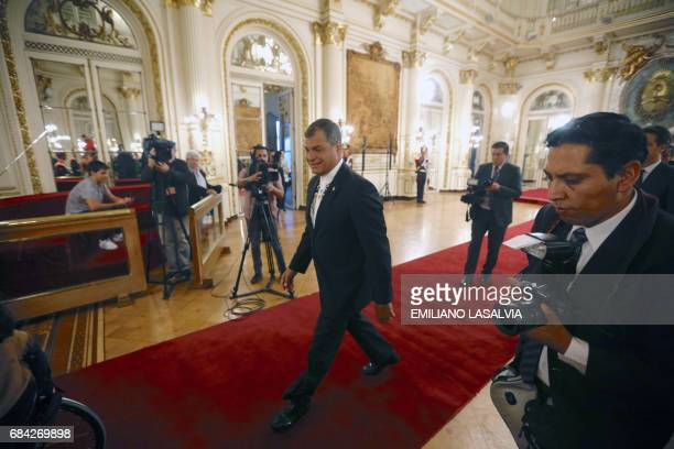Ecuadorean president Rafael Correa arrives to meet with Argentine vice president Gabriela Michette in Buenos Aires on May 17 2017 / AFP PHOTO /...