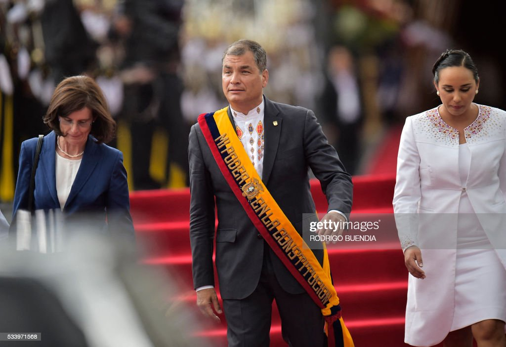 Ecuadorean President Rafael Correa leaves after delivering his annual message to the Nation before the National Assembly, next to his wife Anne Malherbe and the president of the legislature, Gabriela Rivadeneira, in Quito on May 24, 2016. / AFP / RODRIGO