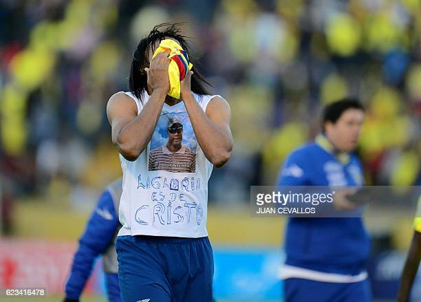 Ecuador's Arturo Mina reacts at the end of their 2018 FIFA World Cup qualifier football match against Venezuela in Quito on November 15 2016 / AFP /...