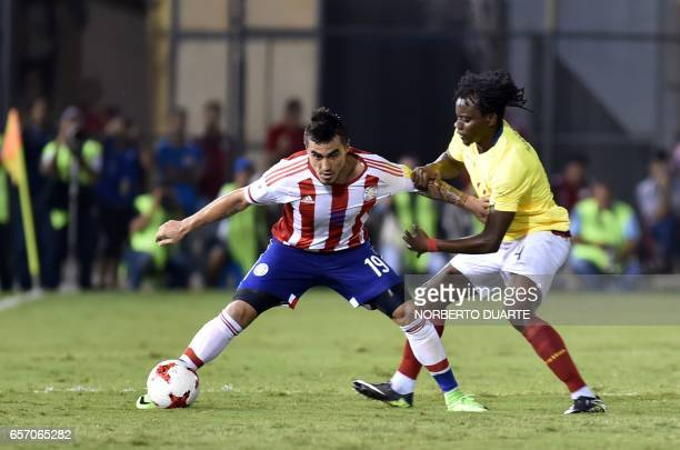 Ecuador's defender Juan Carlos Paredes vies for the ball with Paraguay's forward Dario Lezcano during their 2018 FIFA World Cup South American...