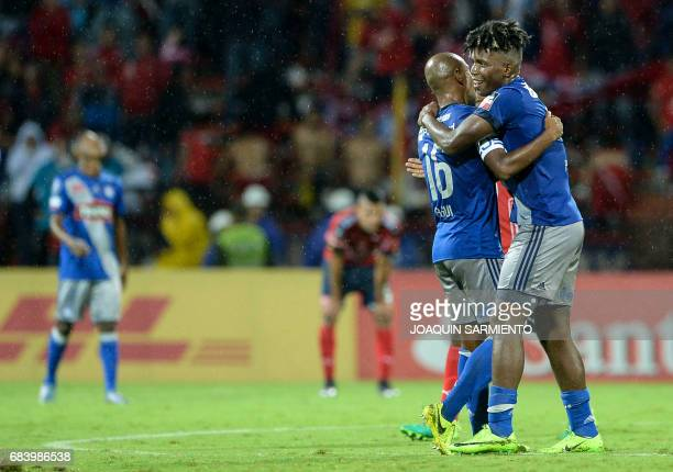 Ecuador's Emelec defender Fernando Pinillo celebrates with his teammate defender Oscar Bagui after winning over Colombia's Independiente Medellin...
