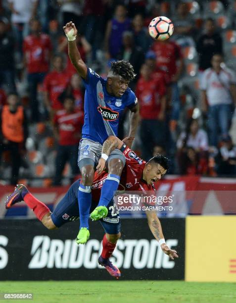 Ecuador's Emelec defender Fernando Pinillo vies for the ball with Colombia's Independiente Medellin forward Leonardo Castro during their 2017 Copa...